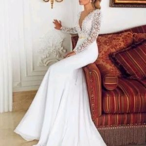 Dresses & Skirts - Sexy long sleeve bridal gown